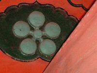 小松城方面の南側には軸梅鉢紋