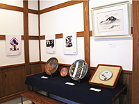お旅祭り写真展・九谷飾り皿展の様子