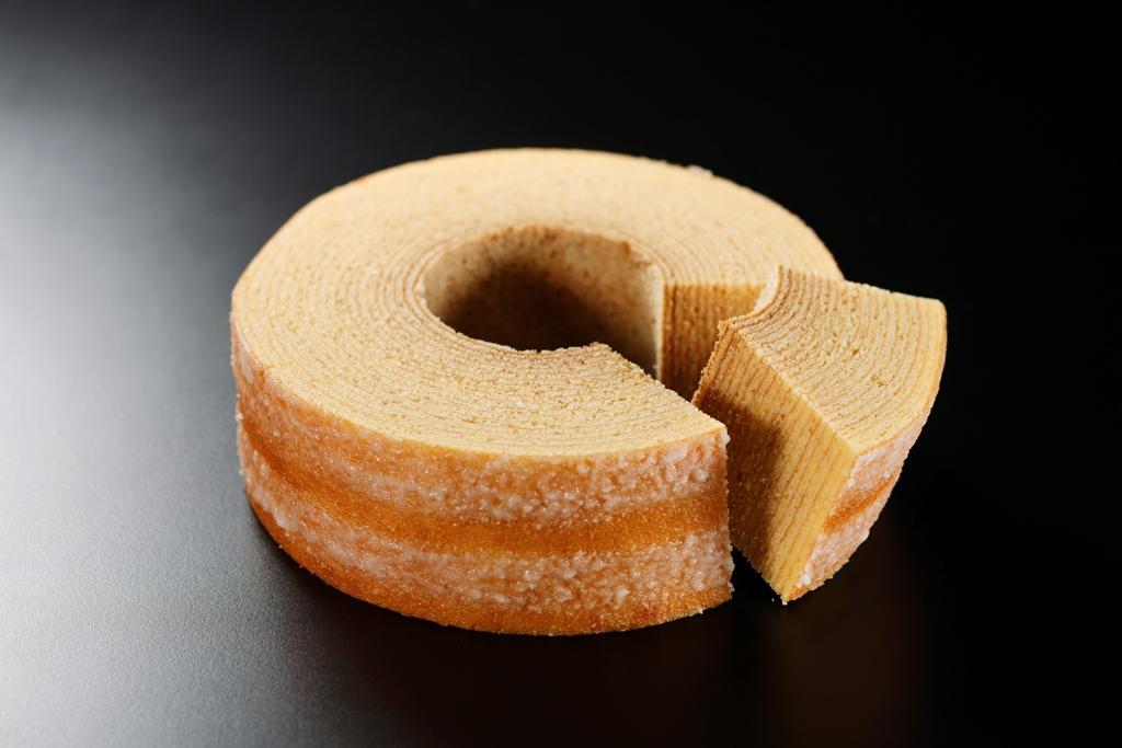 しっとり柔らかな食感「大麦バウム」