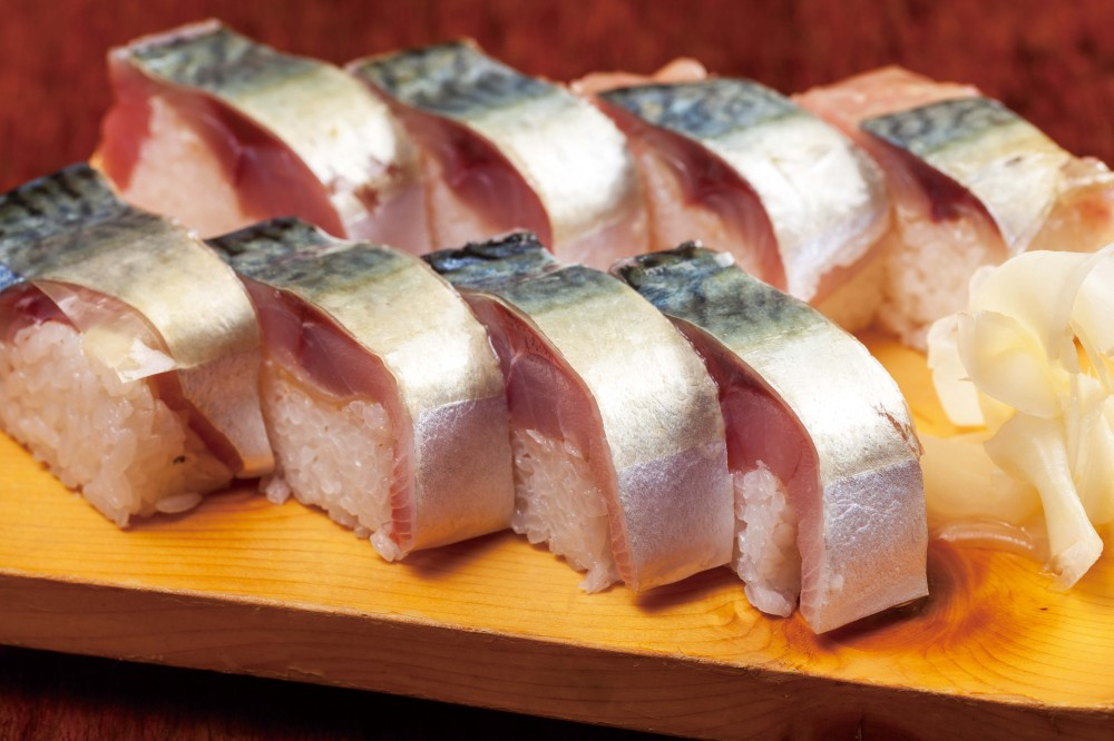 こだわりの銀シャリと脂がのった鯖棒鮨
