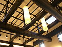 天井には立派な梁が