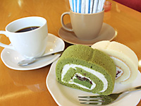 Roll cake and additive-free coffee