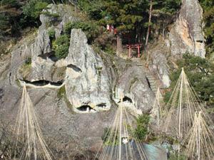 太古の海底噴火の跡といわれる「奇岩遊仙境」