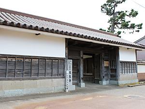 小松市指定文化財 来生寺の寺門(外観)