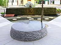 足湯向かいの中心広場