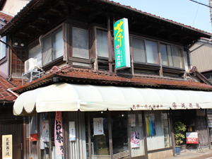 旧街道沿いで「芭蕉の辻」の看板も立つ