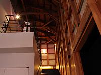 館内の柱や梁にも注目